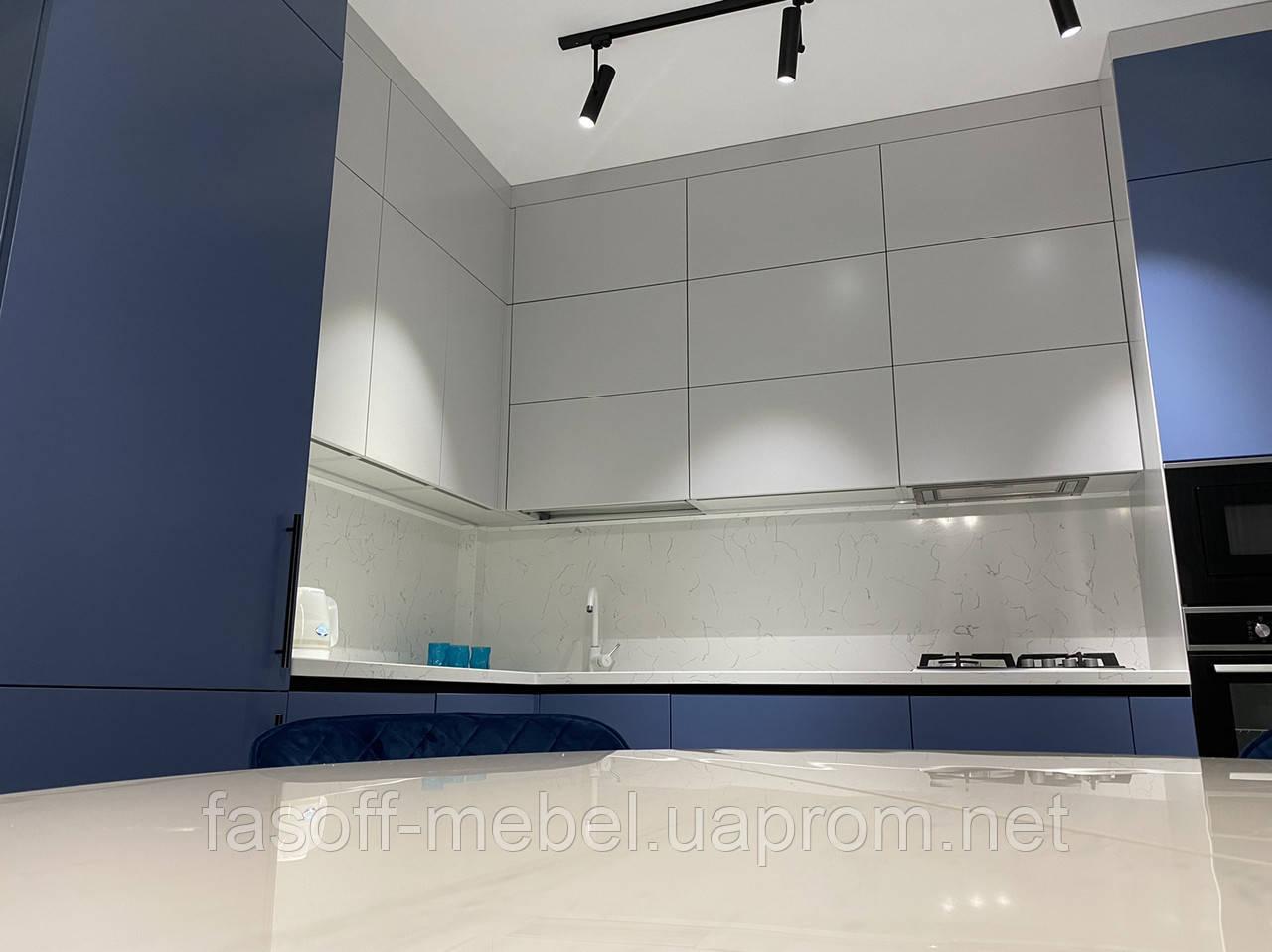 Кухня модерн с матовыми крашеными фасадами