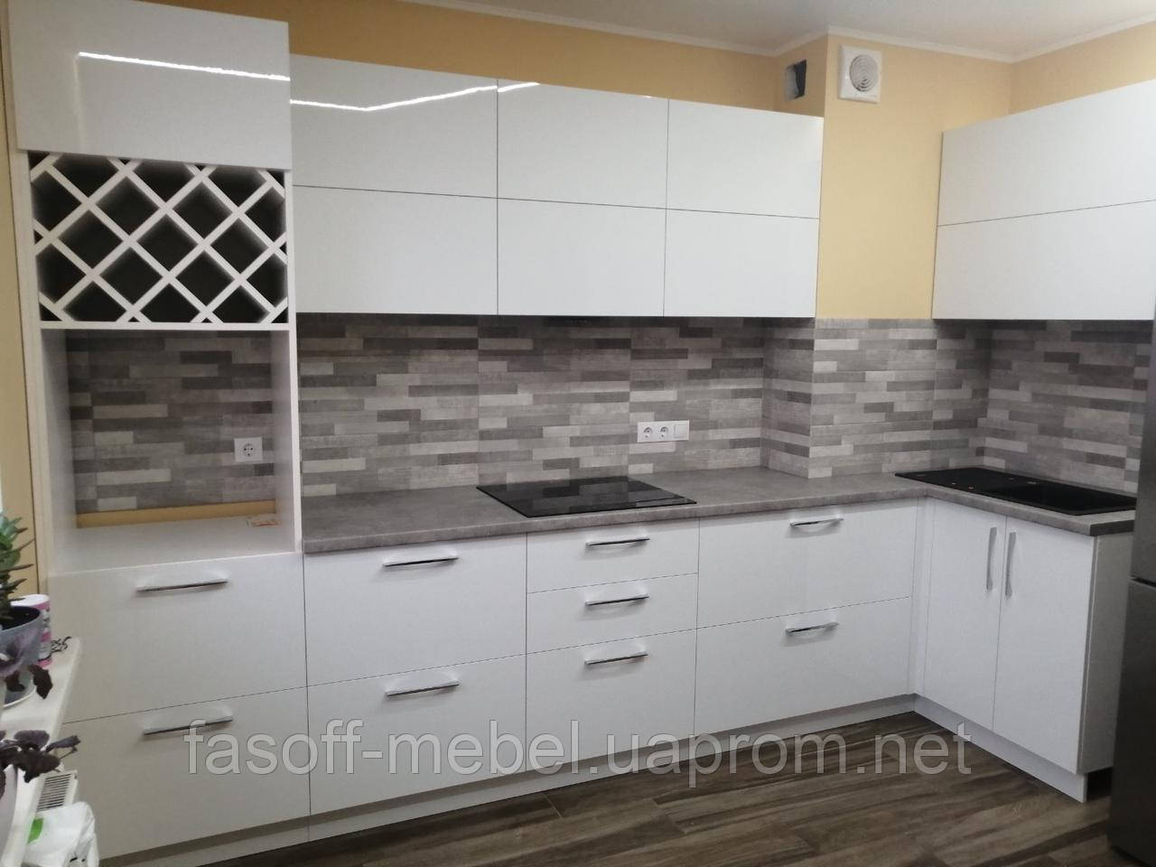 Кухня модерн с глянцевыми крашеными фасадами