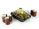 Танк - подарочная бутылка в виде танка в комплекте с рюмками, фото 2