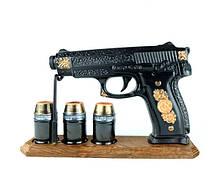 Пистолет Беретта на деревянной подставке черная - подарочный набор для спиртного