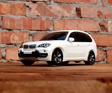 БМВ белый - сувенирная бутылка с рюмками BMW X5