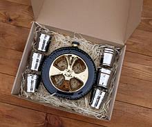 """Набор для спиртного """"Запаска"""" в коробке - колесо в виде бутылки с рюмками"""