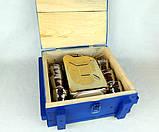 Не жени 100 а налий 100 - золотая бутылка-канистра в деревянном ящике, набор Дозаправка, фото 5