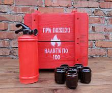 При пожежі налити по 100 - красный огнетушитель-бутылка в деревянном ящике