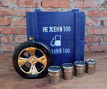 Не жени 100 а налий 100 - бутылка-запаска в деревянном ящике