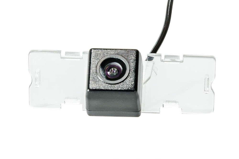Штатная камера заднего вида Phantom CA-35+FM-42 (Suzuki)
