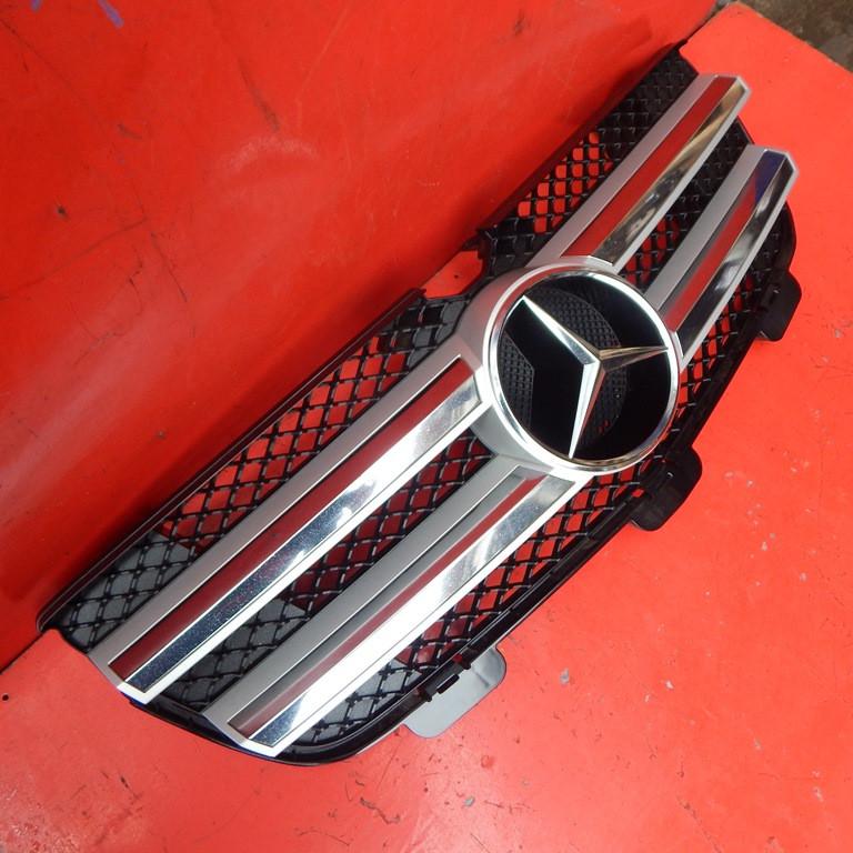 Решітка радіатора Mercedes GL X164 Решітка 2006-2012 рр ШРОТ