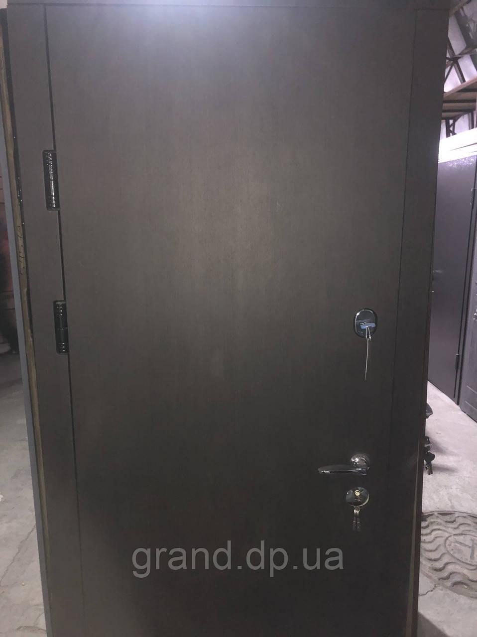 Двери входные металлические Булат К6  850*2050/950*2050 уличная гладкая/190 венге южное