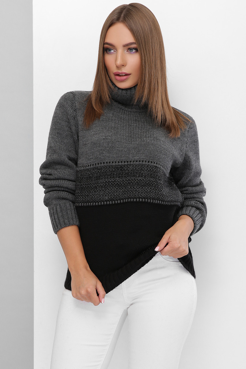 Вязаный женский свитер под горло прямого силуэта из качественной мягкой пряжи графит-черный