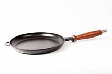 Сковорода чавунна (млинниця) емальована, з дерев'яною ручкою, d=200мм, h=20мм.Матово-чорна