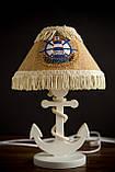 Деревянная белая настольная лампа, Якорь с вышитым абажуром., фото 7