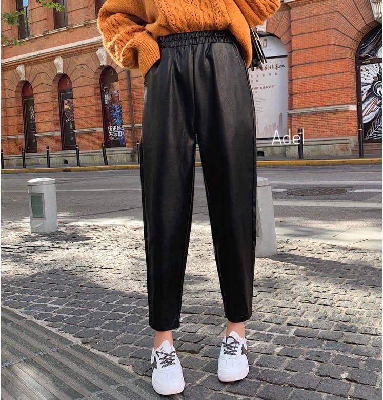 Стильный кожаные штанишки на флисе свободного кроя с кармашками, фото 2