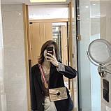 Женская классическая сумочка через плечо кросс-боди на ремешке в заклепках бежевая, фото 6