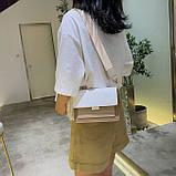 Женская классическая сумочка через плечо кросс-боди на ремешке цепочке на три отдела бежевая коричневая, фото 7