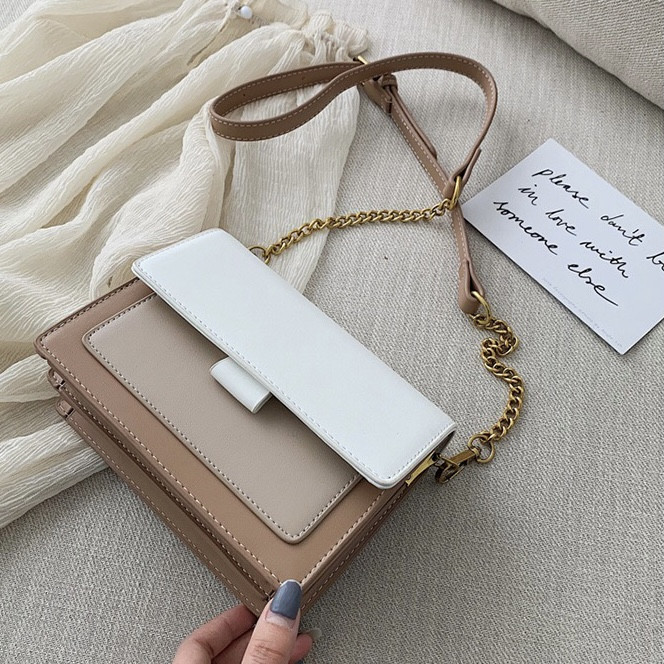 Женская классическая сумочка через плечо кросс-боди на ремешке цепочке на три отдела бежевая коричневая