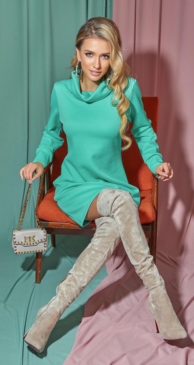 Женское платье-гольф из фактурной ткани