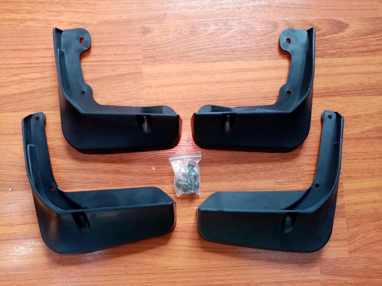 Комплект брызговиков 4 шт. на TOYOTA CAMRY V50  55 кузов 2016-