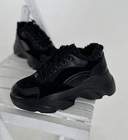 Зимние женские кроссовки черного цвета их кожи на толстой подошве