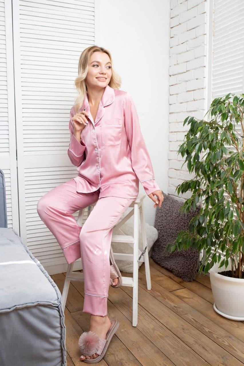 Женская пижама шелковая: рубашка на пуговицах и брюки