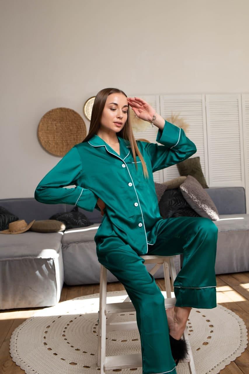 Шелковая пижама женская: рубашка на пуговицах и штаны