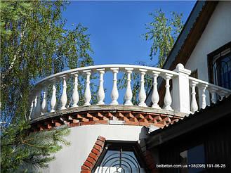 В этом проекте использовалась балюстрада с балясиной B0, созданная по технологии мрамор из бетона. Она не требует дополнительной покраски и шпаклевки. Срок службы более 25 лет под открытым небом.