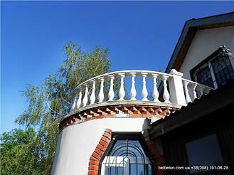 В этой работе была применена балясина B0, созданная по технологии мрамор из бетона. Срок службы этого изделия   более 25 лет под открытым небом, не требует дополнительной покраски и обработки.