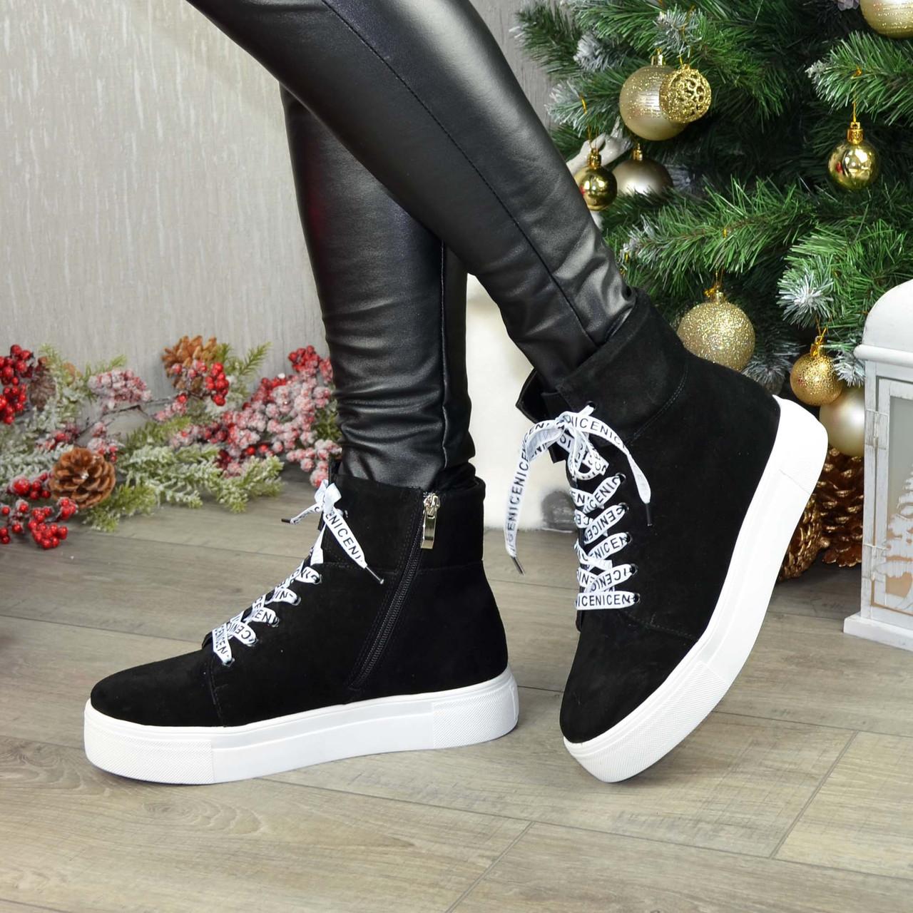 Ботинки замшевые спортивного стиля на утолщенной подошве. Цвет черный
