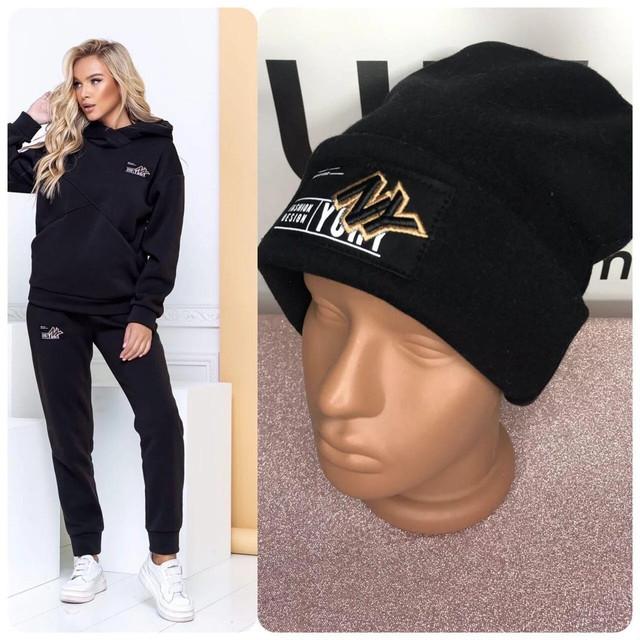 Теплый спортивный костюм  женский стильный, оригинальный с шапкой черного цвета