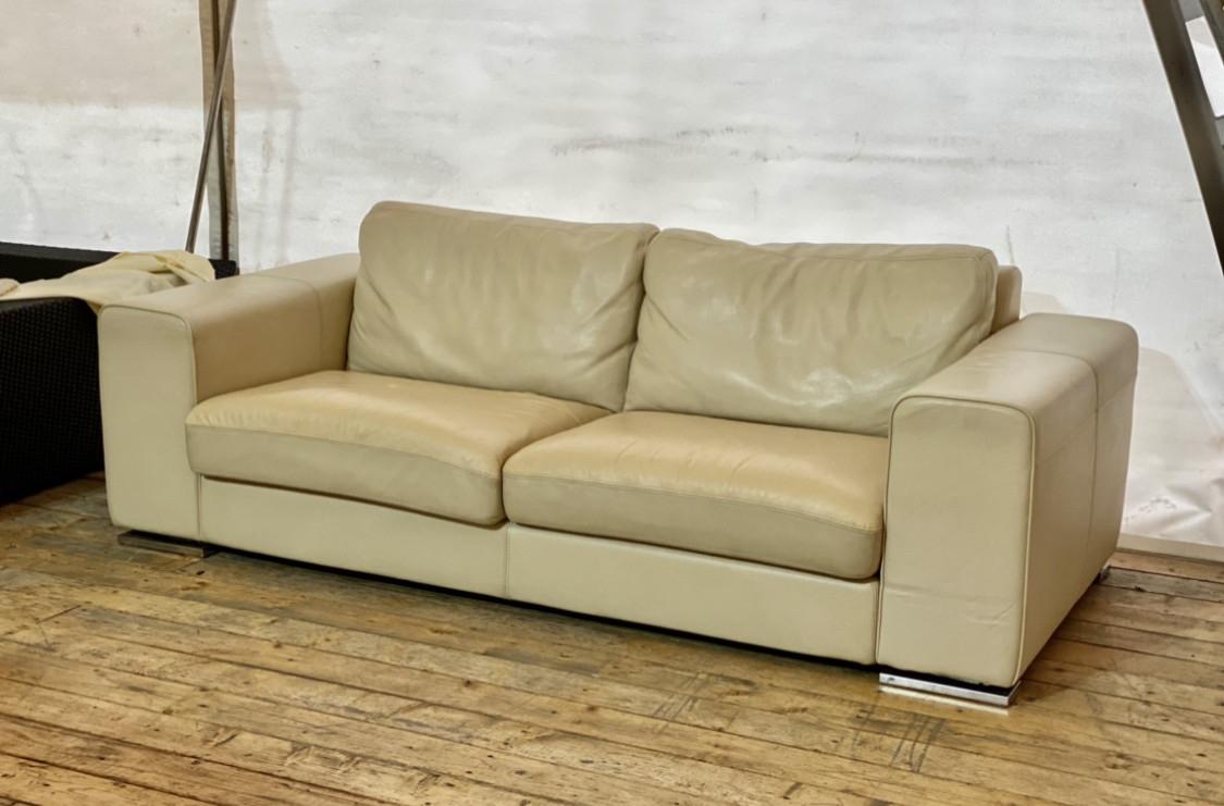 Шкіряний диван трьохмісний. Італія