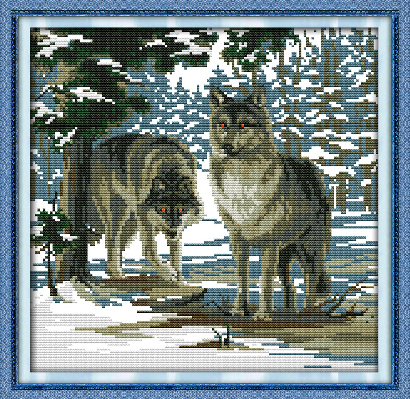 Канва с вышивкой волки