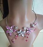 Набор бижутерии под серебро с бежевыми цветами и разноцветными камнями, колье и серьги, фото 4