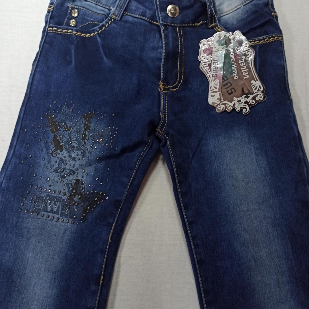 Джинсы теплые модные красивые синего цвета на флисе для девочки. Украшение -аппликации из бусин.