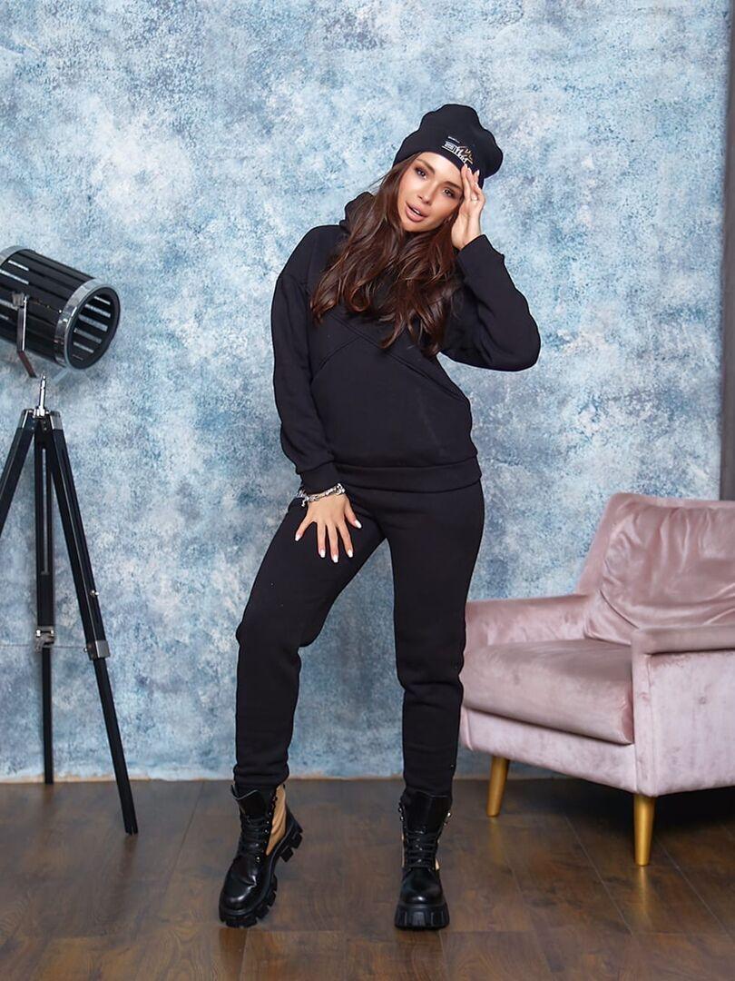 Спортивный  теплый костюм  женский стильный, оригинальный с шапкой черного цвета
