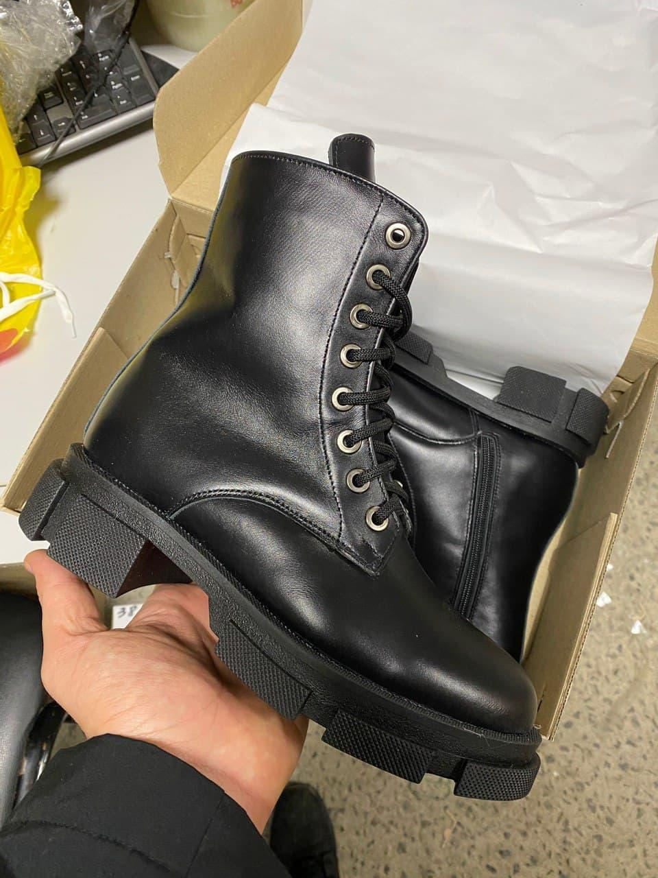 Женские ботинки кожаные зимние черные Yuves 31270 На Меху