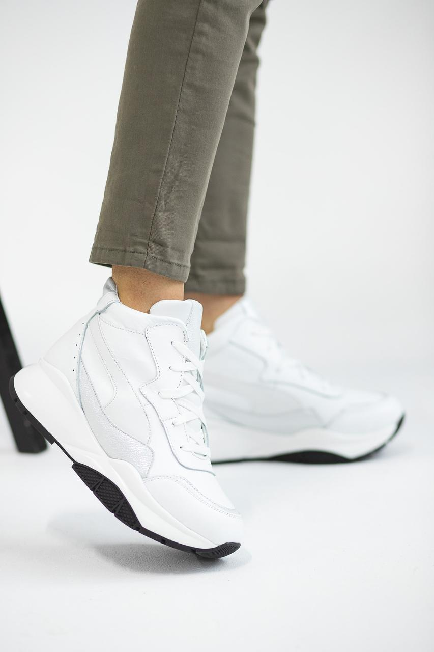Женские кроссовки кожаные зимние белые Yuves 7788