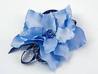 Брошь цветок из ткани голубого цвета