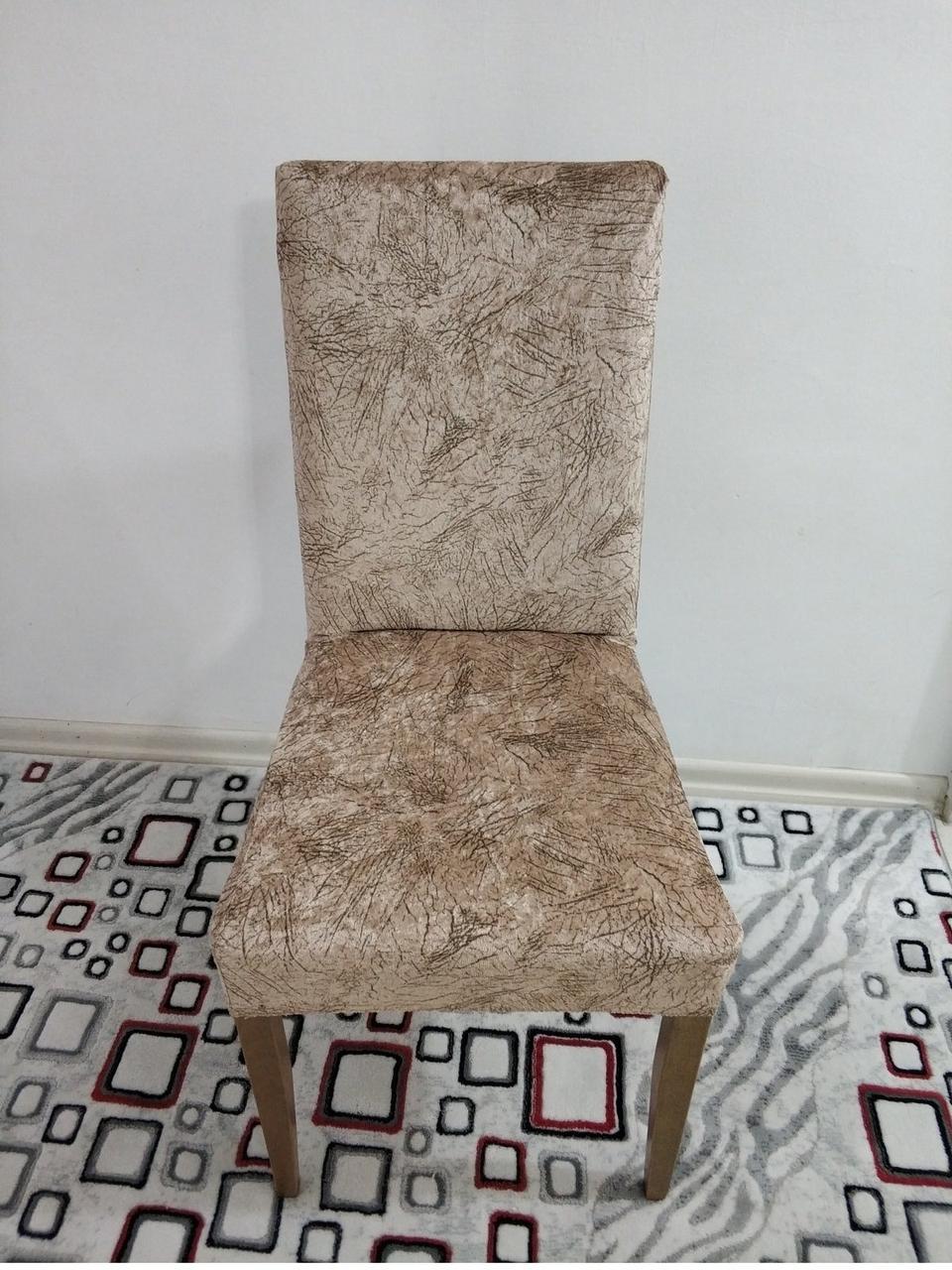 Велюровый чехол на стул со спинкой бежевый с коричневыми разводами