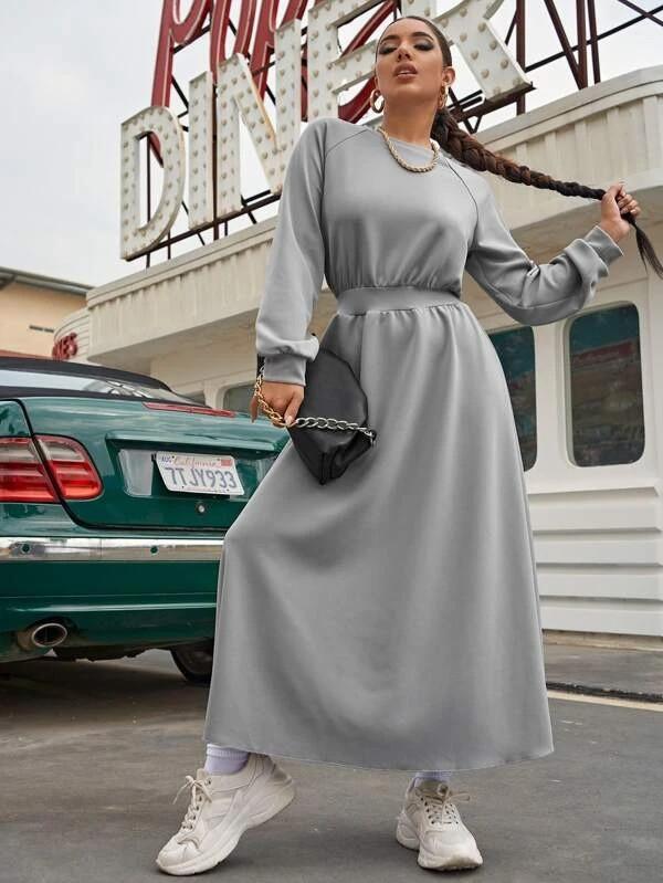 Женское весеннее платье в пол в спортивном стиле