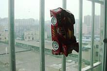 Антигравитационная машина: ездит по стенам и потолку