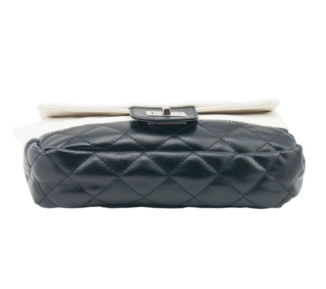 Женская сумочка Positive Black вид снизу.