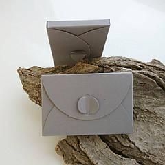 Подарунковий конверт-коробочка 60х90х8 мм з кольорового дизайнерського картону Сірий