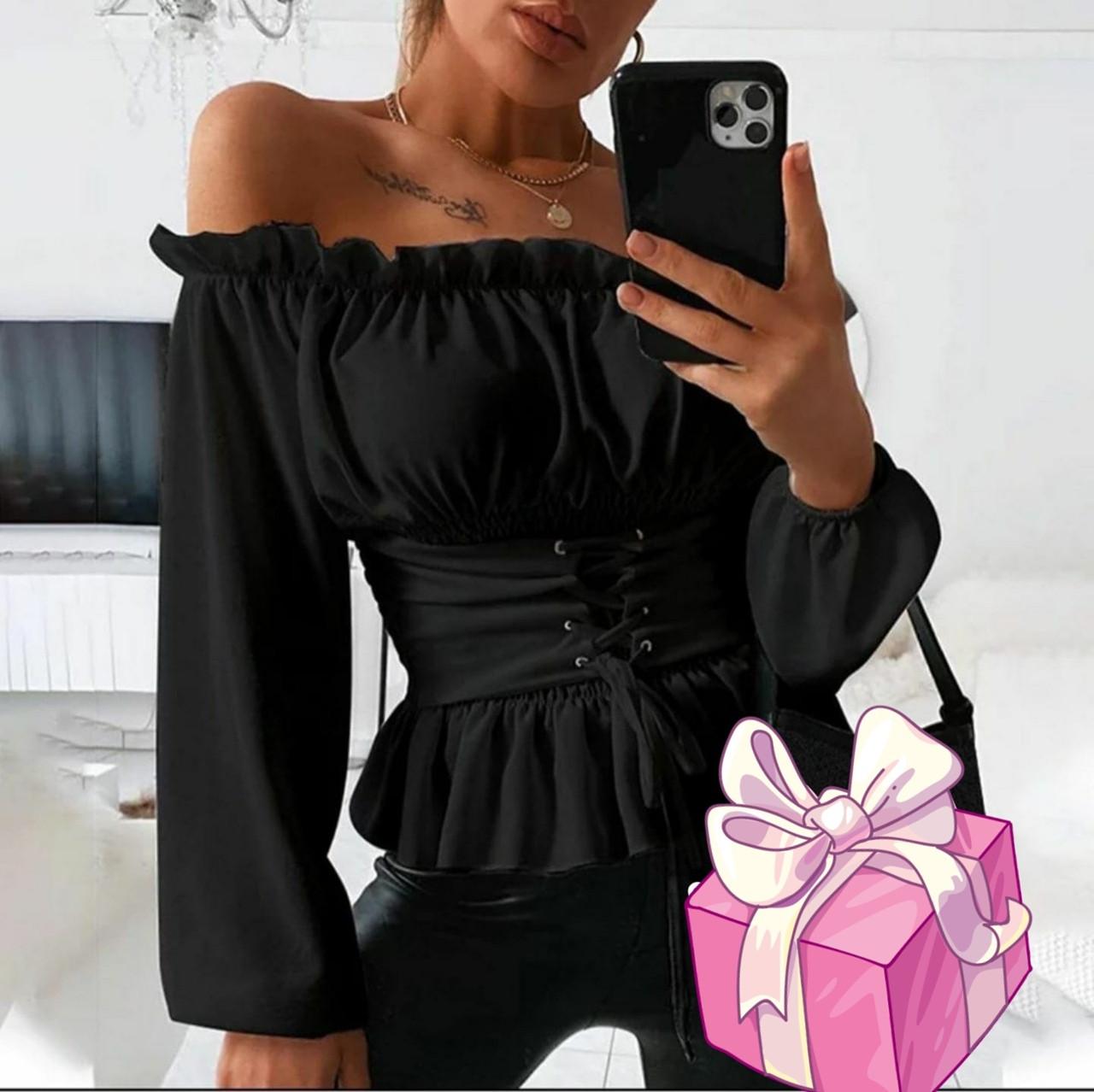 Нарядная    блузка  с открытыми  плечами  Цвет-пудра, чёрный,белый