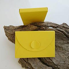 Подарунковий конверт-коробочка 60х90х8 мм з кольорового дизайнерського картону Жовтий