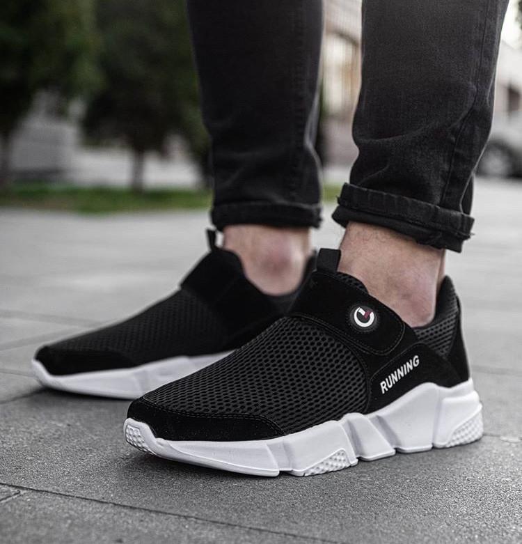 Мужские кроссовки без шнурков черные на белой подошве Размеры 42,44