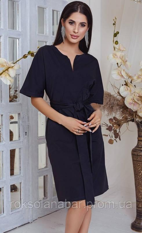 Женское платье графитового цвета с острым вырезом