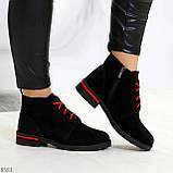 Модные черные женские ботинки из натуральной замши на яркой шнуровке, фото 2