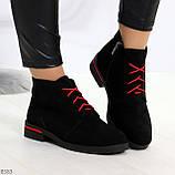 Модные черные женские ботинки из натуральной замши на яркой шнуровке, фото 6