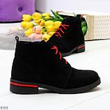 Модные черные женские ботинки из натуральной замши на яркой шнуровке, фото 7