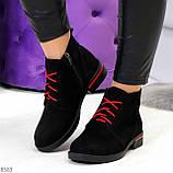 Модные черные женские ботинки из натуральной замши на яркой шнуровке, фото 8