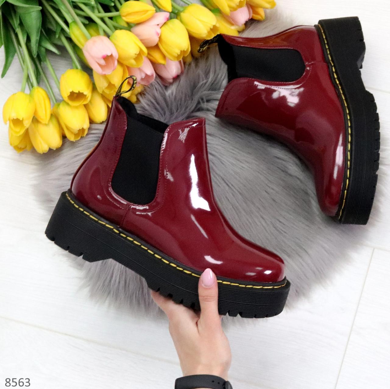 Эффектные бордовые женские лаковые глянцевые ботинки челси